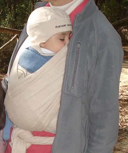El porteo ergonómico, una opción segura para transportar a los bebés y niños