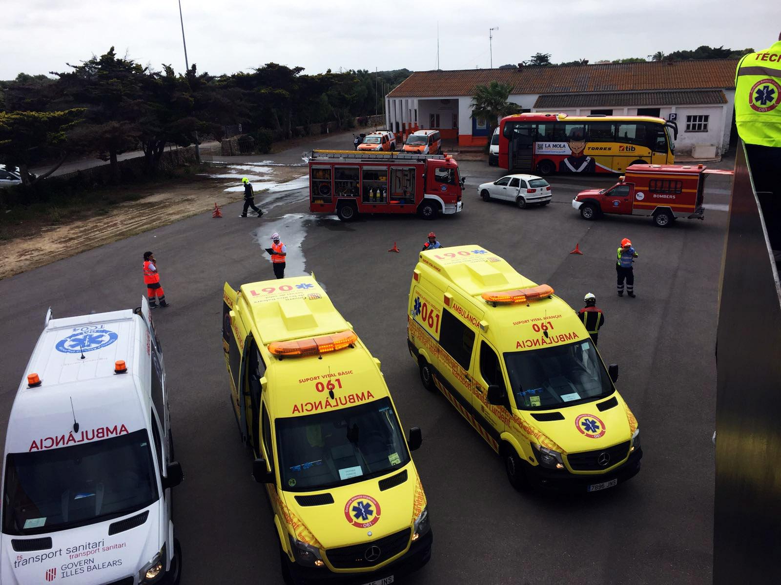 Un simulacro de la colisión de un autobús en Menorca consigue coordinar los principales servicios de emergencias